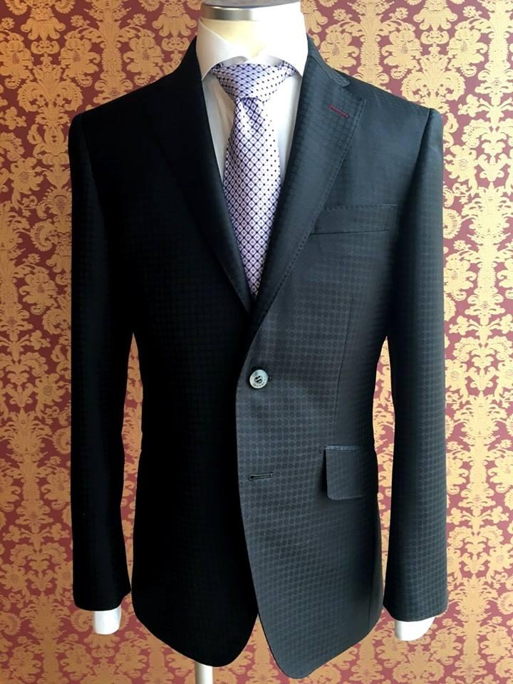 スキャバル社の贅沢スーツ
