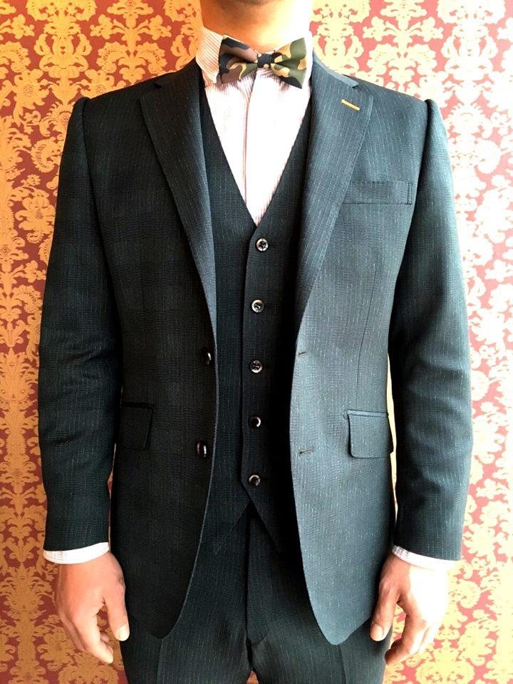 グリーンのチェック柄スーツ